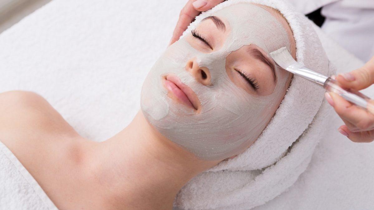 Come funziona la maschera depigmentante per il viso