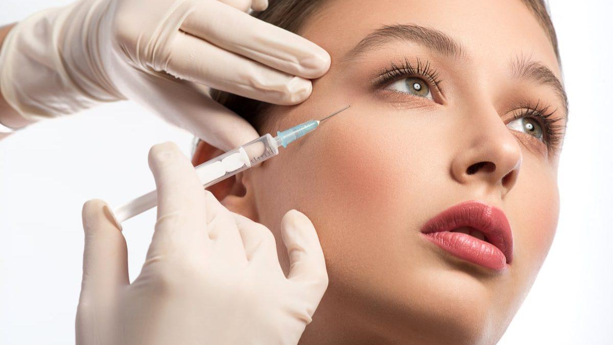 Infiltrazioni di acido ialuronico: cosa sono in medicina estetica